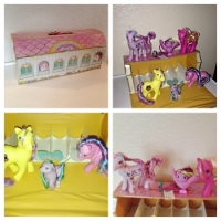 1980's Vintage My little Pony Case and 6 Pony's Made by Hasbro